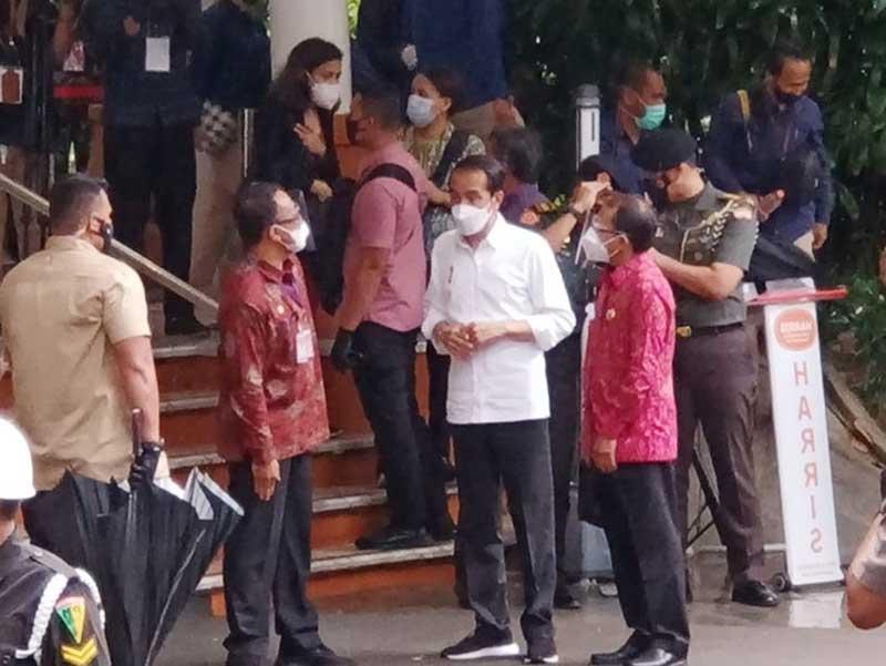 Presiden Joko Widodo memberikan isyarat bahwa pariwisata Bali akan dibuka pada bulan Juni atau Juli mendatang. Hal ini jika kasus Covid-19 terkendali, penerapan Protokol Kesehatan di perketat, testing yang maksimal dan tentunya vaksinasi yang terus di genjot,