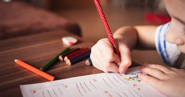Simak 5 Cara Mengajari Anak TK Menulis yang Tepat dan Menyenangkan