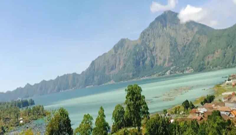 Semburan Belerang di Danau Batur Sebabkan Ribuan Ikan Mati