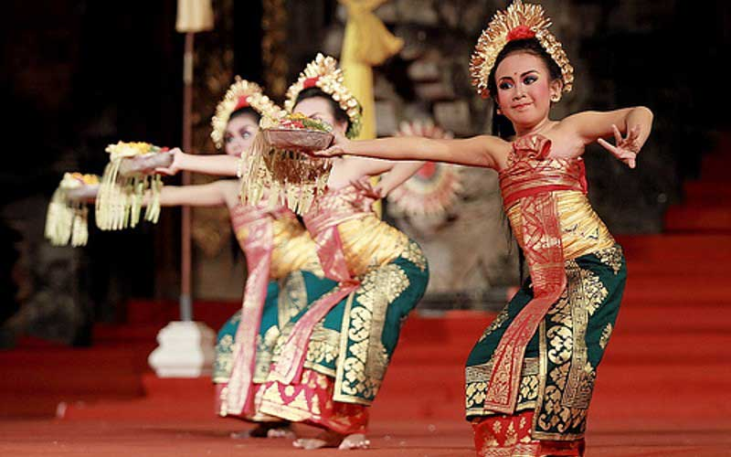 Tari Pendet Bali Sebagai Tari Penyambutan Dewa dan Manusia