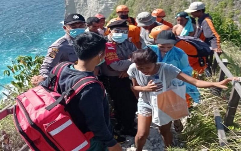 Berwisata di Pantai kelingking Nusa Penida, 2 Wisdom Terseret Ombak