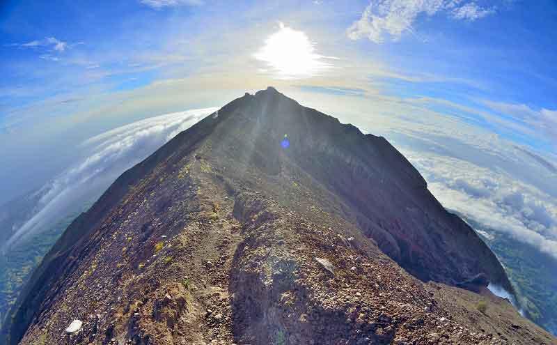 Pendakian Gunung Agung Sudah di Buka Namun Masih Sepi