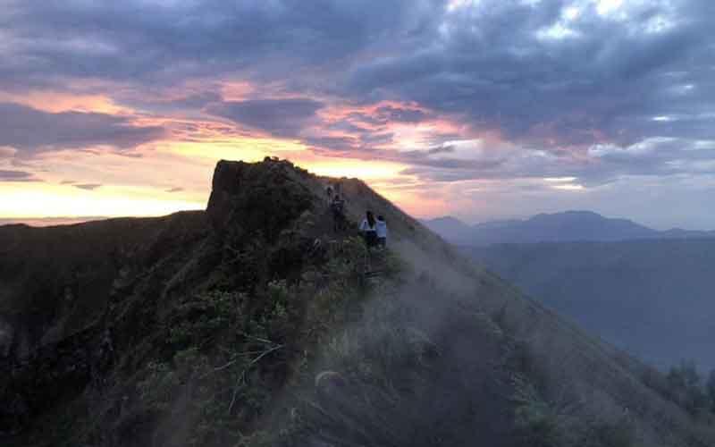 Sunset Trekking Gunung Batur, Suasana Matahari Terbenam di 1717 mdpl